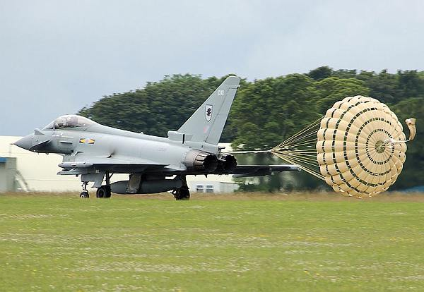 Typhoon deploying a ringslot parachute drogue
